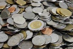Baht diez tailandés en la moneda del centro y de la pila Imagenes de archivo