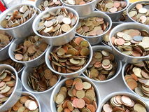 Baht en satang muntstukken in Boedha te verdienen Royalty-vrije Stock Afbeelding