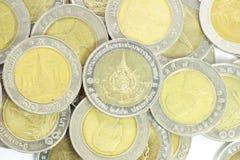 10 baht mynt i grupp Arkivbilder