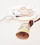 1000-Baht-Rechnung auf einer Gabel Stockfotografie