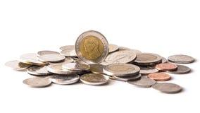 Baht tailandés, dinero, moneda tailandesa Monedas tailandesas del dinero y x28; bath& x29; escalera Fotografía de archivo libre de regalías