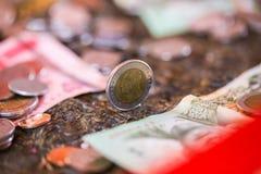 Baht tailandês, dinheiro, moeda tailandesa Escadaria tailandesa do banho das moedas do dinheiro classificada Rei de Tailândia O c Fotografia de Stock