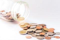 Baht thaïlandais, bouteille de pièces de monnaie, argent, pièce de monnaie thaïlandaise Pièces de monnaie thaïlandaises d'argent  Photo libre de droits