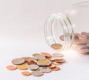 Baht thaïlandais, bouteille de pièces de monnaie, argent, pièce de monnaie thaïlandaise Pièces de monnaie thaïlandaises d'argent  Images stock