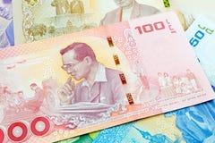 100 baht thai sedel, jubileums- sedlar i minne av den sena konungen Bhumibol Adulyadej arkivfoton