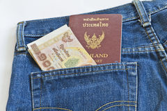1000 Bahtrekening in de zak van Jean, Stock Afbeeldingen