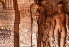 Bahubali medytować, przedstawia bohatera Jainism wśrodku 7th wiek jamy świątyni w grodzkim Badami, India obrazy royalty free
