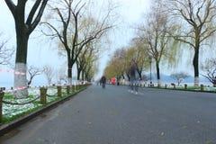Bai Causeway in Hangzhou van China in de winter na de sneeuw royalty-vrije stock fotografie