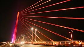 Bai Chay most w brzęczeniach Tęsk, Wietnam ołów nocy miasto drogowego ruchu, zbiory wideo