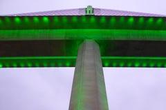 Bai de chay brug in halongbaai Vietnam stak omhoog met groene verlichting aan Stock Foto's