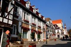 Bai Lu, Китай: Эльзасские здания стиля в китайско-французской деревне Стоковые Изображения RF