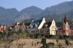 Bai Lu, China: Chinees-Franse Dorpshuizen Stock Afbeelding