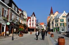 Bai Lu Kina: Main Street av denfranska byn Royaltyfri Fotografi