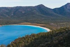 Baia del bicchiere di vino dall'allerta al parco nazionale di Freycinet, Tasmania Fotografia Stock