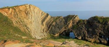 Baia del lulworth delle rocce sedimentarie, Dorset Immagine Stock