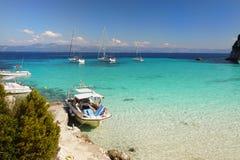 Baia del mare del turchese delle barche a vela Fotografie Stock