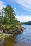 Baia del monastero della linea costiera del paesaggio dell'isola di Valaam Fotografia Stock