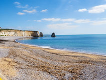 Baia dell'allume della costa dell'isola di Wight accanto agli aghi Fotografie Stock Libere da Diritti