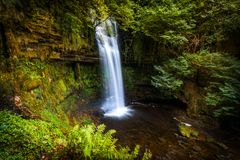 Baia della cascata in Irlanda immagini stock libere da diritti