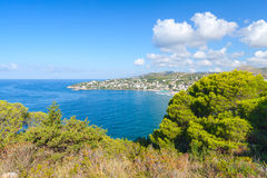 Baia della costa di mar Mediterraneo di Gaeta, Italia Immagine Stock Libera da Diritti