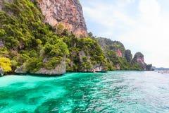 Baia della scimmia nell'isola di Phi Phi Phuket thailand fotografia stock libera da diritti