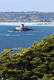 Baia della st Ouen della Jersey con la torretta di Rocco della La Immagine Stock