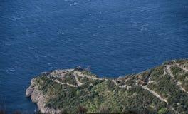 Baia delle Sirene door Massa Lubrense dorp, Italië Stock Afbeeldingen
