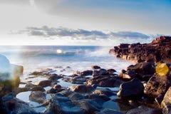 Baia dello spruzzo dell'oceano Immagine Stock