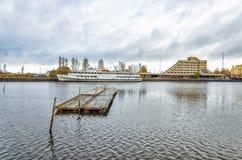 Baia di Bolshoy Kovsh (Salakkalahti) La locanda di galleggiamento Korolenko Fotografie Stock