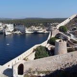 Baia di Bonifacio e fortificazioni genovese Fotografia Stock Libera da Diritti