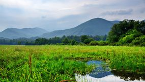 Baia di Cades nelle montagne fumose Immagini Stock Libere da Diritti
