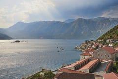 Baia di Cattaro dal campanile della chiesa della st Nikola dentro da Perast, Montenegro Immagini Stock Libere da Diritti