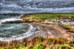Baia di Challaborough e spiaggia praticante il surfing popolare britannica del sud di Devon England della costa vicino al Br dell Fotografia Stock