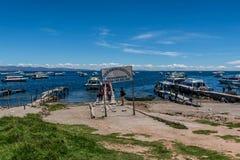 Baia di Copacabana sul lago Titicaca, Bolivia fotografie stock libere da diritti