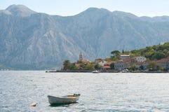 Baia di Kotor e montagne, Montenegro fotografie stock libere da diritti