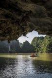 Baia di lunghezza dell'ha, un sito del patrimonio mondiale dell'Unesco in Quang Ninh Province, Vietnam immagini stock