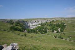 Baia di Malham in vallate del Yorkshire immagine stock