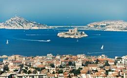 Baia di Marsiglia con se castello Immagini Stock Libere da Diritti