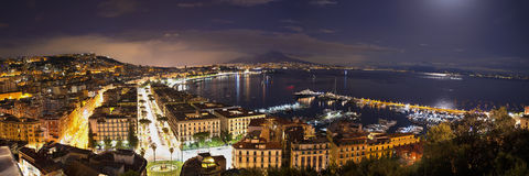 Baia di Napoli alla notte Fotografia Stock