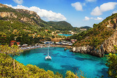 Baia di Paleokastritsa, Corfù, Grecia fotografia stock