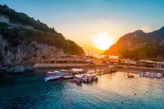 Baia di Paleokastritsa su Corfù, arcipelago ionico, Grecia fotografia stock