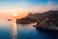 Baia di Paleokastritsa su Corfù, arcipelago ionico, Grecia immagine stock