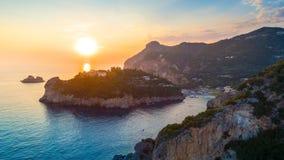 Baia di Paleokastritsa su Corfù, arcipelago ionico, Grecia fotografie stock libere da diritti