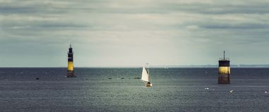 Baia di Roscoff in costa del Nord della Francia fotografia stock