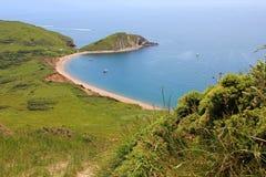 Baia di Worbarrow, con la spiaggia sabbiosa, Dorset fotografie stock