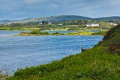 Baia e litorale di Ardmore Fotografia Stock