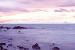 Baia Gourock Arran di Lunderston nella distanza nebbiosa Fotografia Stock Libera da Diritti