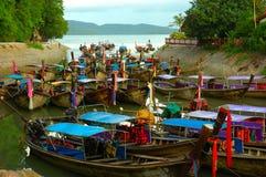 Baia in pieno delle barche. Krabi, Tailandia. Fotografia Stock Libera da Diritti