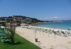 Baia Sardinia - strand Arkivfoto
