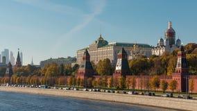 Baia soleggiata kremlin Timelaps del fiume di Mosca di giorno di estate stock footage